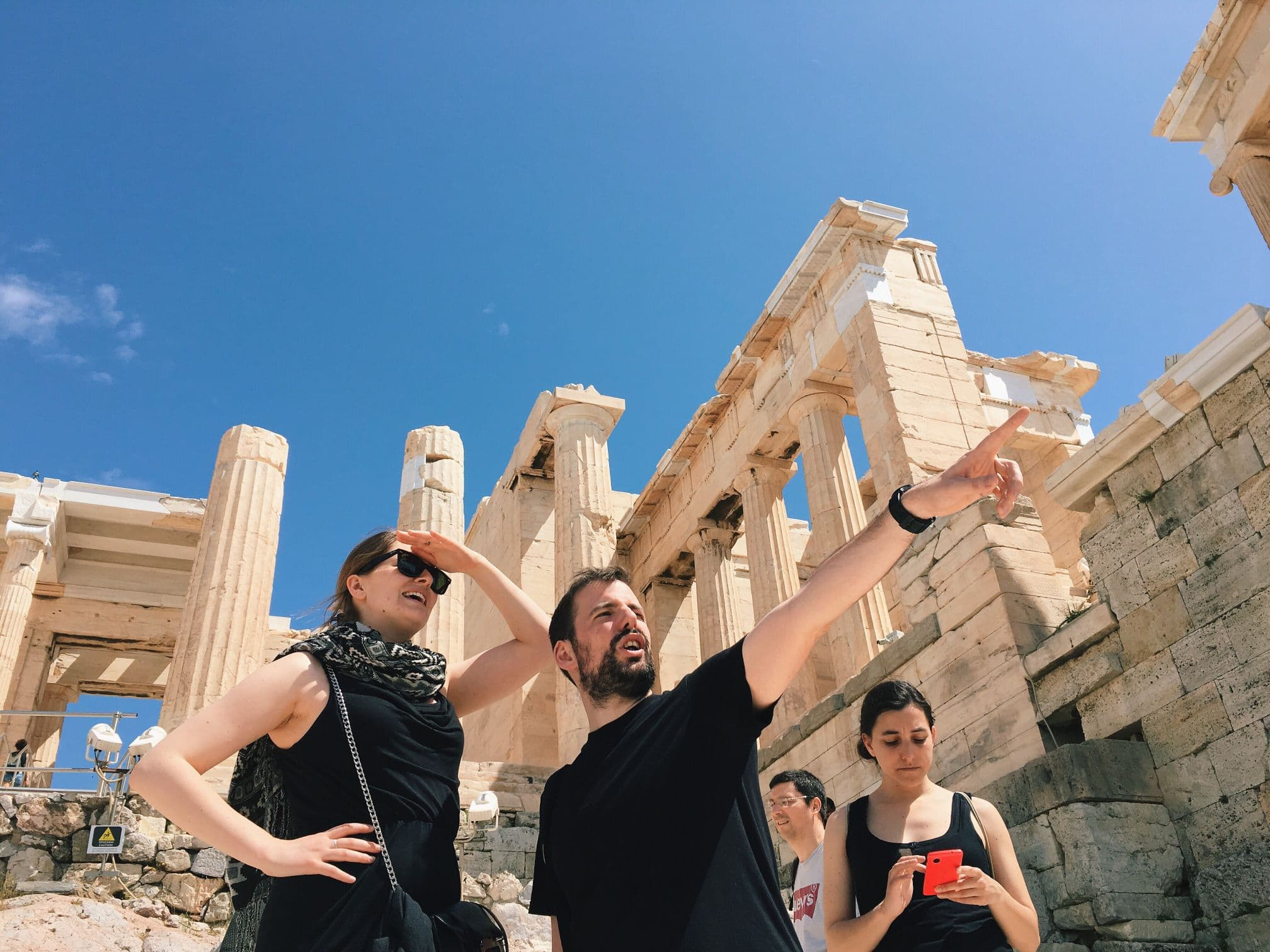 tourists-at-the-acropolis-in-athens-greece_t20_EO1xd8