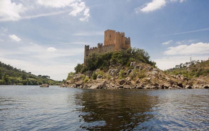 Castelo-de-Almourol.jpg_Viagens e miudos